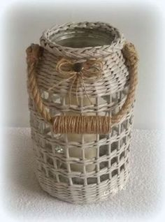 Why a Wicker Basket? Paper Basket Weaving, Willow Weaving, Newspaper Basket, Newspaper Crafts, Basket Crafts, Magazine Crafts, Mini Craft, Basket Decoration, Bottle Crafts