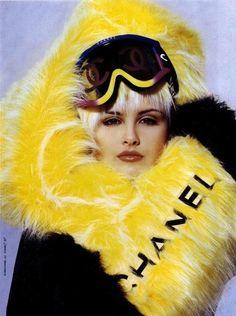 Chanel fur après ski style Coco Chanel, Ski Fashion, Chanel Fashion, Dolly Fashion, Fashion Bags, Retro Fashion, Winter Fashion, Mellow Yellow, Black N Yellow
