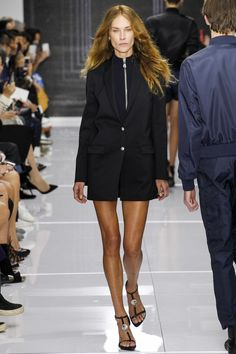 Versus Versace Spring 2016 Ready-to-Wear Fashion Show