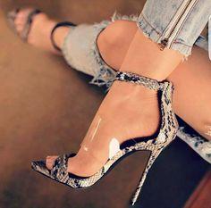 shoes, high heels, sandals, stiletto, Zapatos, scarpin, sandalias, одежда, платья, обувь, sapatos, scarpe, sandali, décolleté, tacchi alti, tacco 12, 女装, 高跟鞋, 婚 鞋, 쇼핑, chaussure, escarpins, sandale,... #highheelsstilettos #sandalsheels2017