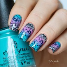 A stamping plate full of blossoming flower patterns to give your nails that floral look that's just breathtaking. Beautiful nails by solo_nails