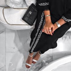 White Girl Outfits, Modest Outfits, Arab Fashion, Muslim Fashion, Modesty Fashion, Fashion Outfits, Niqab, Middle Eastern Fashion, Mode Abaya