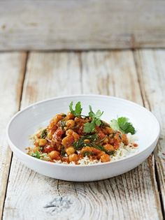 Make this simple and filling lamb and chickpea curry from Jamie Oliver's Food Revolution collection. It can be bulked up with veggies for a healthy family meal. Jamie Oliver Food Revolution, Lamb Curry, Cooking Recipes, Healthy Recipes, Meat Recipes, Healthy Food, Recipies, Chickpea Curry, Healthy Family Meals
