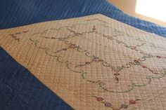 Embroidered Quilts, Embroidered Flowers, Country Rings, Green Blanket, Double Wedding Rings, Vintage Quilts, Hand Quilting, Cotton Quilts, Vintage Cotton