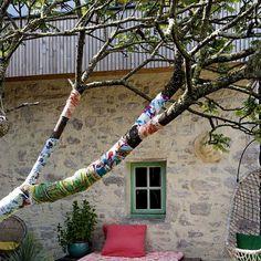 Des arbres enrobés de tissus