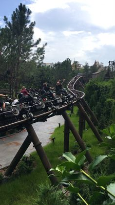 Harry Potter Fanboard Get the complete guide to Hagrid's Motorbike Roller Coaster at Universal! Road Trip Adventure, Nature Adventure, Dru Hill, Adventure Time Marceline, Amusement Park Rides, Travel Illustration, Top Travel Destinations, Beautiful Places To Travel, Travel Scrapbook