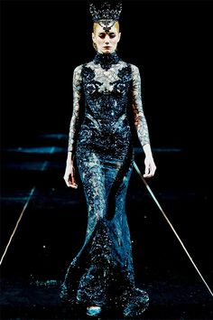 sirensongfashion:  Michael Cinco Haute Couture Fall/Winter 2013/2014 at Fashion Forward, Dubai