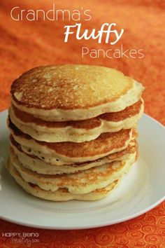 The best Pancake Recipe! These fluffy pancakes turn out perfect and use ingredients you most likely already have in your pantry. Make these homemade pancakes from scratch and get the approval of everyone in the family. Pancakes And Waffles, Yogurt Pancakes, Breakfast Pancakes, Blueberry Pancakes, Pancakes Cinnamon, Pancakes For Two, Vanilla Pancakes, Breakfast, Gourmet