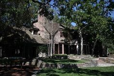 The back of the main house at Michael Jackson's former home. This corner of the house is where Jackson had his bedroom and bath. Michael Jackson Neverland, Terra Do Nunca, Neverland Ranch, Michael Love, Valley Ranch, Jackson 5, Maine House, Pergola, Beautiful Pictures