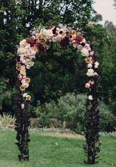 42 Refined Burgundy And Blush Wedding Ideas | HappyWedd.com #PinoftheDay #refined #burgundy #blush #wedding #ideas