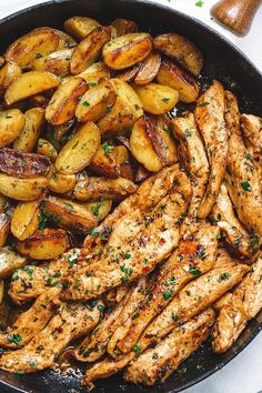 Garlic Butter Chicken and Potatoes Skillet - One skillet. This chicken recipe is pretty much the easiest and tastiest dinner for any weeknight! food dinner meals Garlic Butter Chicken and Potatoes Skillet Skillet Potatoes, Chicken Potatoes, Chicken Potato Bake, Butter Potatoes, Chicken Breast Recipe For Two, Chicken And Potatoes Skillet Recipe, Chicken Breast Strips Recipes, Mashed Potatoes, Potato Fry