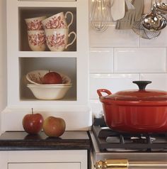 Tilly Cambre   English #Kitchen Kitchen Cart, Kitchen Stuff, English Style, Kitchen Styling, Country Living, Red And White, Sweet Home, Autumnal, Interior Design