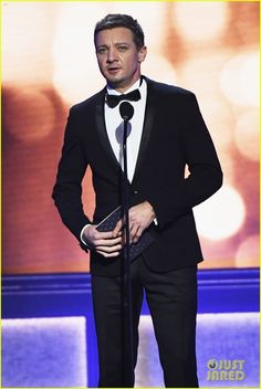 Jeremy Renner - The 22nd Annual Critics' Choice Awards.