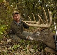 Bruiser Buck Makes 200 Club | HuntDrop  What a beauty, mounter for sure...!!!