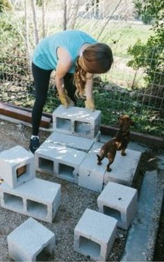 Cinder blocks are basically the new mason jar! I didn't realize there were so many creative and cool ways to upcycle them. #cinderblockdiy #cinderblockbench #cinderblockgarden #cinderblockideas #upcycleprojects #upcyclediy #outdoordiy #outdoorprojects #summerdiyprojects