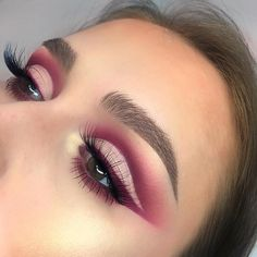 Warm pink eye look