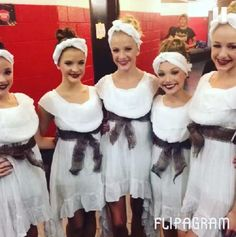 Kendall Vertes, Brooke and Paige Hyland, Maddie Ziegler and Chloe Lukasiak of Dance Moms.