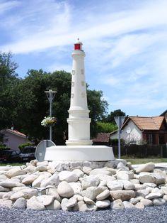 le phare de Cordouan sur un rond point au Verdon sur Mer Aquitaine, France, Points, Lighthouses, Oeuvre D'art, Tour, Les Oeuvres, Statue Of Liberty, Fountain