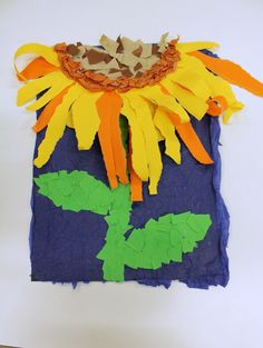 In this Van Gogh sunflower art project for children we will learn about famous art inspired by sunflowers, including work by O'Keeffe, Matisse, and Klimt, and create our own sunflower art… Kindergarten Art Lessons, Art Lessons Elementary, Spring Art Projects, School Art Projects, Kindergarden Art, Van Gogh Sunflowers, Sunflower Art, Preschool Art, Art Classroom