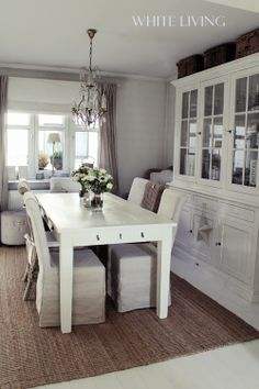 White living.  Like rug and table