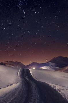 The beauty in the night sky is mysterious and we can't help but wonder what's beyond.(Snow and a starry sky is one of my favorite things! Beautiful World, Beautiful Places, Beautiful Pictures, Amazing Photos, Stars Night, Ciel Nocturne, Sky Full Of Stars, To Infinity And Beyond, Winter Scenes