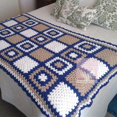 This Pin was discovered by Nur Crochet Ripple Blanket, Crochet Bedspread, Crochet Quilt, Crochet Blocks, Granny Square Crochet Pattern, Afghan Crochet Patterns, Crochet Squares, Crochet Yarn, Easy Crochet