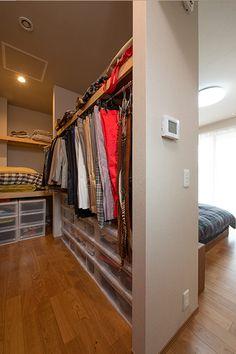 New Ideas Apartment Interior Bedroom Floor Plans Apartment Kitchen Organization, Apartment Interior, Wardrobe Behind Bed, College Bedroom Apartment, Bedroom Interior, Apartment Renovation, Trendy Apartment, Bedroom Flooring, Closet Layout