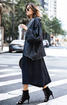 5 Modern Takes On A Kimono Top. Kimono-inspired pieces are taking centre stage this fall, and you can pull off the trend no matter what your style is. Take notes from these minimalist takes on the the look. Pair a denim-wrap jacket with a midi skirt, or elevate a simple jean-and-tee combination by throwing over an oversized kimono. #kimono #fashion