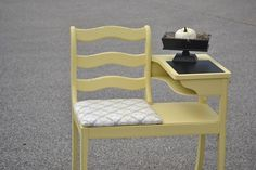 Adorable gossip bench - I just  bought one of these  to refinish! and of to go work on it....looking for some ideas :)