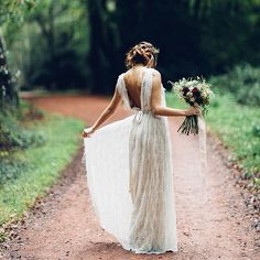 Loving this ethereal goddess look. Wednesday inspiration for you boho brides! Photo Credit: lovemydress.net #wedpics #love #bohobride #weddingdress