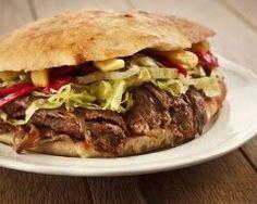 Kebab facile : http://www.cuisineaz.com/recettes/kebab-facile-46909.aspx