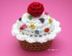 Crochet Cupcake - Free pattern @  Repeat Crafter Me, thanks so xox ☆ ★  https://www.pinterest.com/peacefuldoves/