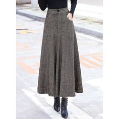 Vintage Woolen Striped Thicken Big Hem Skirt - Vintage Woolen Striped Thicken Big Hem Skirt The Effective Pictures We Offer You About outfits juve - Midi Skirt Outfit Casual, Midi Rock Outfit, Casual Skirts, Long Skirt Outfits For Summer, Modest Fashion, Fashion Dresses, Feminine Fashion, Wool Skirts, Maxi Skirts