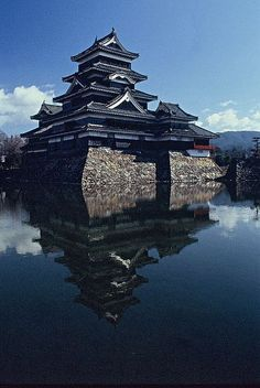 """Matsumoto Castle is one of Japan's premier historic castles. The building is also known as the """"Crow Castle"""" due to its black exterior. It was the seat of the Matsumoto domain. #JapanTravel3Weeks"""