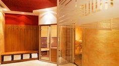 Wellness im Hotel Auwirt - Eine Sauna, ein Dampfbad, eine Infrarotkabine und ein Solarium vertreiben die Alltagsmüdigkeit und sorgen für ein rundum ausgeglichenes Lebensgefühl. Solarium, Sauna, Modern, Divider, Wellness, Room, Furniture, Home Decor, Steam Bath