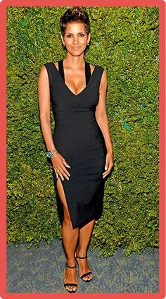 A pregnant Halle Berry is absolutely glowing at a dinner honoring Michael Kors . A pregnant Halle Berry is absolutely glowing at a dinner honoring Michael Kors in a figure-hugging little black dress by the designer. Halle Berry Baby, Halle Berry Style, Estilo Halle Berry, Hally Berry, Solange Knowles, Inspiration Mode, Cleveland, Casual Chic, Nice Dresses
