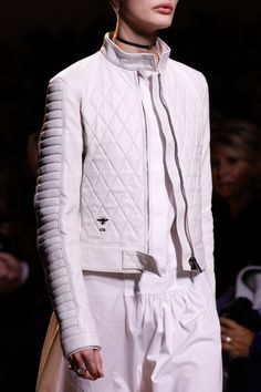 Christian Dior Spring 2017 Ready-to-Wear collection by Maria Grazia Chiuri Fashion Week, Runway Fashion, Fashion Show, Woman Fashion, Paris Fashion, Christian Dior, Sporty Outfits, French Fashion, Vogue Paris
