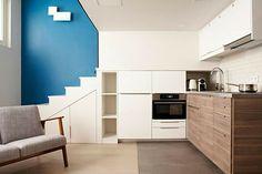 #monolocale #tinyhouses #spaziridotti #soppalco #loft #monolocalesoppalcato French Apartment, Micro Apartment, Studio Apartment, Small Apartments, Small Spaces, Studio Paris, Deco Studio, Bedroom Loft, Logs
