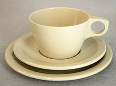 Set of six vintage Texas Ward dessert plates with cups and saucers. These melamine dishes are a pretty, soft tan.  The plates measure 6.5 inches