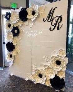 Elegant black and white backdrop ✨#wedding #blackandwhite #cheers2mr2018 #blackandwhitetheme #weddingdecor #knollwoodcountryclub #weddingtime #eventdecor #partydecor #weddinginspiration #weddingideas #elegant #chic #beautiful #decor #backdrops #amazing #cute #love #paperrose #paperflower #woodenbackdrop #madeinla #beautifuldetails #woodenwall #paperflowerwall #paperflowersbackdrop #woodendecor #abgmartdesign