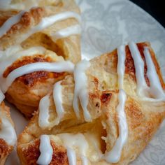 Cheesecake Danish is a puff pastry dessert that's filled with sweet cheesecake filling and drizzled with Lemon Sugar Glaze. Make it once and your family will ask you to make it time and time again. Ready in 30 minutes or less! Puff Pastry Desserts, Puff Pastry Recipes, Tasty Pastry, Pastries Recipes, Lemon Desserts, Puff Pastry Dough, Frozen Puff Pastry, Breakfast Pastries, Sweet Pastries