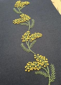 how to do brazilian embroidery stitches Diy Embroidery Flowers, Hand Embroidery Videos, Embroidery Stitches Tutorial, Embroidery Works, Simple Embroidery, Crewel Embroidery, Embroidery Hoop Art, Hand Embroidery Patterns, Ribbon Embroidery