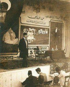 Cavit Bey Selanik'te konuşma yaparken... İttihat ve Terakkiliderlerinden, II. Meşrutiyet döneminde Maliye Nazırlığı yapmış Osmanlısiyasetçi. Osmanlı İmparatorluğu'nda ilk liberal iktisatçılardan biri olan Mehmed Cavid Bey, Cumhuriyet döneminde Atatürk'e suikast girişiminin planlayıcısı olma suçlamasıyla karşılaştı ve idam edildi. Dil eleştirmeni ve çevirmen Şiar Yalçın'ın babasıdır.