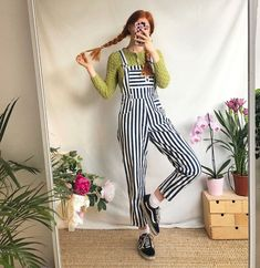 Best Retro Outfits That Women Should Add To Their Wardrobe 14 - Fashionmgz Colourful Outfits, Retro Outfits, Vintage Outfits, Cool Outfits, 90s Fashion, Retro Fashion, Vintage Fashion, Fashion Outfits, Western Dresses For Women