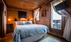 Chalet Hermine is a luxury ski chalet in Courchevel 1850 exclusively run by Kaluma Ski. A traditional 6 bedroom chalet with hot tub. Bedroom With Ensuite, Double Bedroom, Master Bedroom, Indoor Jacuzzi, Jacuzzi Hot Tub, Image Master, Courchevel 1850, Luxury Ski Holidays, Small Spa