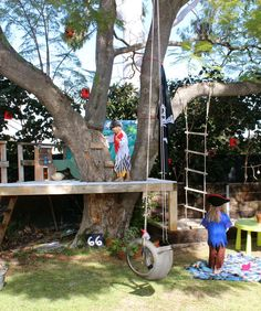 Baumhaus We are building our tree house this summer around palm trees, can't wait!