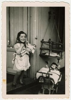 vintage everyday: Children of War – 17 Vintage Photos of Little Girls Posing with Their Dolls during WWII