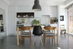 I'm totally in love with this combined kitchen and dining room. Retro furniture, modern kitchen and the floor!
