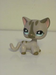 I have the other version of this lps ( the one with dot eyes not flower eyes) but i want this one to match with the other Lps Shorthair, Lps Cats, Palace Pets, Lps Littlest Pet Shop, Little Pet Shop, Short Hair Cats, Warrior Cats, Rainbow Loom, Cute Cats
