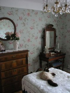 Bedroom Vintage, Vintage Home Decor, Victorian Bedroom, My New Room, My Room, Interiores Shabby Chic, Cottage Interiors, Bedroom Styles, Dream Bedroom